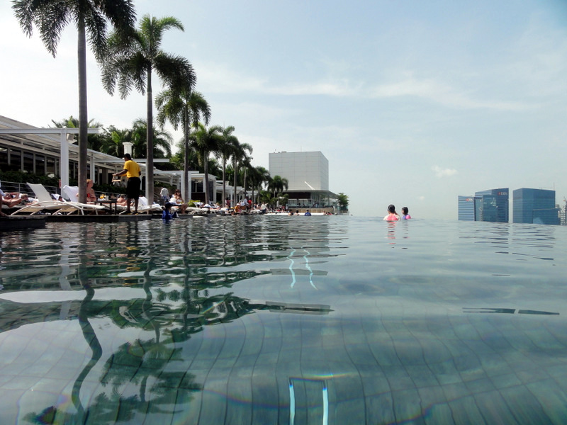 Swimming at the world 39 s highest infinity pool - Tallest swimming pool in the world ...