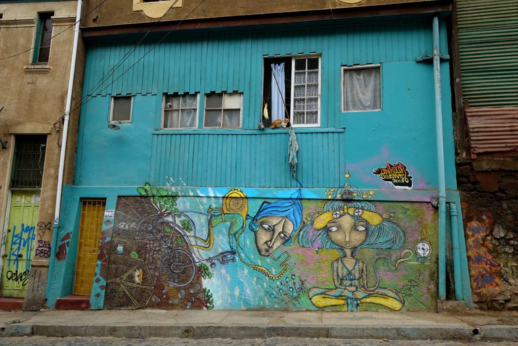 Street art in Valparaiso, Chile - Un Kolor Distinto