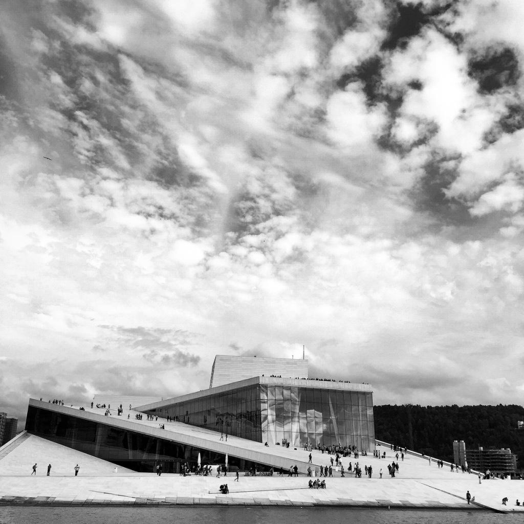 Oslo Black & White